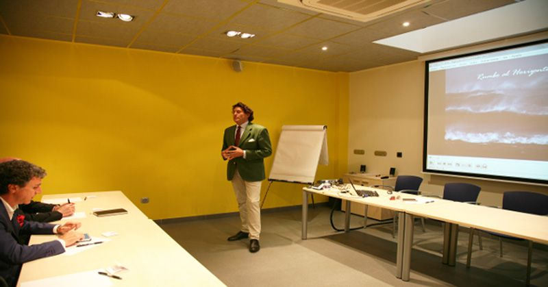 Álvaro de Marichalar visits M.A.E. and offers a speech about motivation and self-improvement