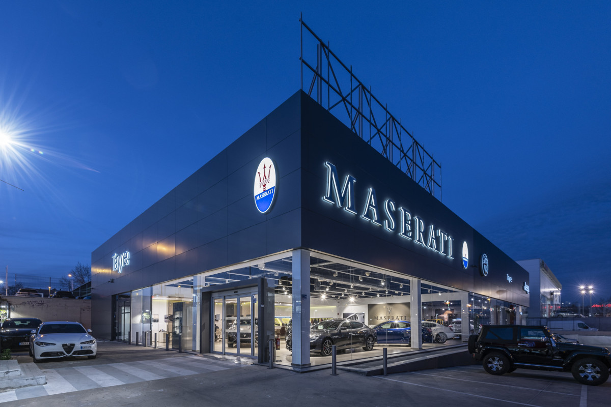 AUTO DEALERSHIP TAYRE: LUXURY AND EXCLUSIVITY
